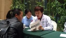 我中心严凤英副主任医师参加关爱百姓健康大型义诊活动